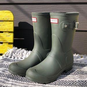 Brand new HUNTER green original short rain boots